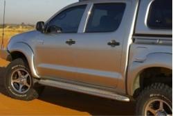 Boczne stopnie ochronne ARB - Toyota Hilux 05-15